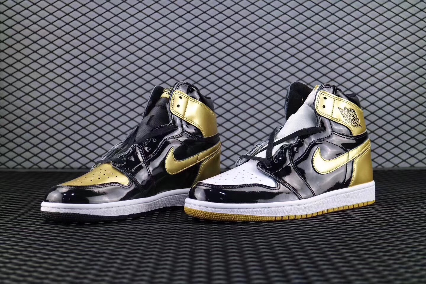 "brand new 1db87 bf575 Air Jordan 1 Retro High OG ""Gold Top 3″ Top Deals"